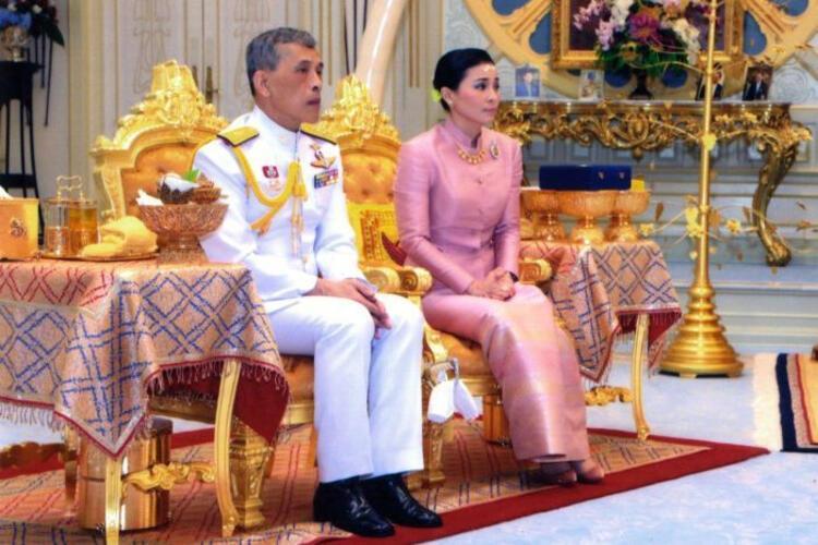Tayland Kralı 20 cariyesiyle birlikte koronavirüsten kendini izole etti