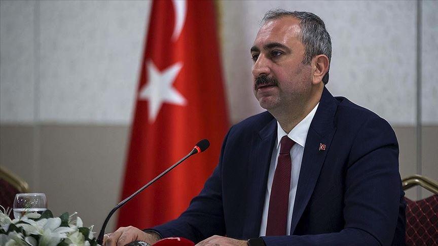 Adalet Bakanı Gül: Bugünden itibaren cezaevlerinde görev yapan personel evlerine gönderilmeyecek