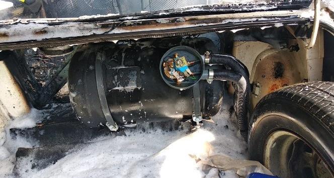 Muğla'nın Fethiye ilçesinde, seyir halindeki bir otomobil alev aldı