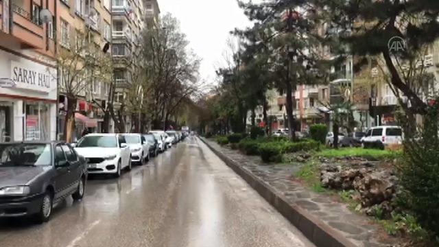 Elazığ'da 3 caddedeki yaya yürüme alanlarına sınırlandırma getirildi