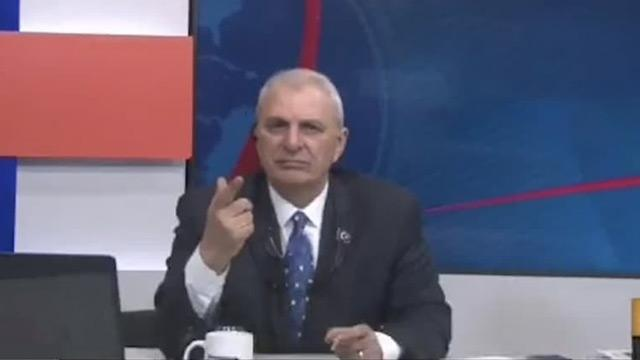 Can Ataklı, EBA TV'de ders anlatan başörtülü öğretmene hakaret etti