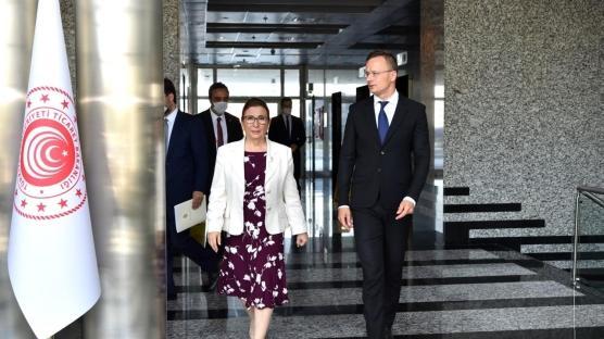 Bakan Pekcan, Macar girişimcileri Türkiye'de yatırıma davet etti