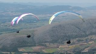 Yamaç paraşütü yarışı Tokat'ta başladı