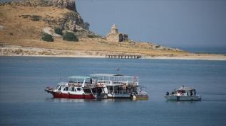 Van Gölü'nde kaybolan tekneyi arama çalışmalarında 1 kişinin daha cesedine ulaşıldı