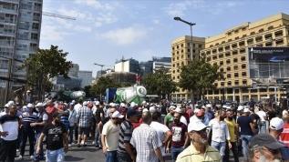 Lübnan'da işsizlik ve elektrik kesintileri protesto edildi