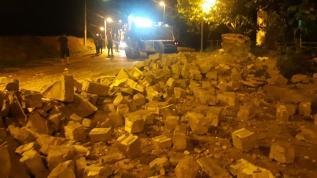 Şiddetli fırtına cami minaresini yerle bir etti