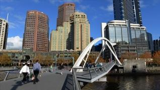 Melbourne'de 6 hafta sokağa çıkma yasağı ilan edildi