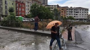 Meteoroloji uyardı! İstanbul'da yarın sağanak bekleniyor
