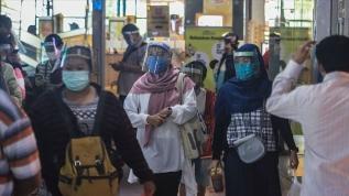 Endonezya koronavirüsü kontrol etmekte zorlanıyor
