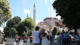 86 yıl sonra ibadete açılan Ayasofya Camisi'ne yerli ve yabancı turistlerden yoğun ilgi