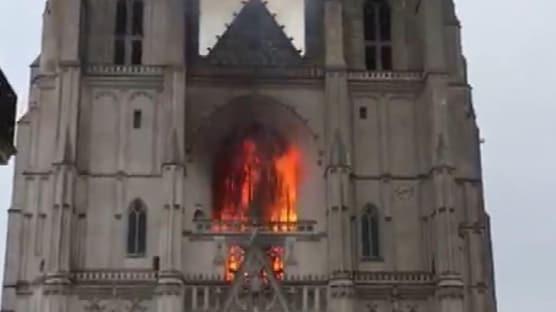 Fransa'da katedral yangını