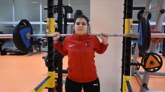 Milli halterci Ayşegül Çakın'ın gözü olimpiyatta