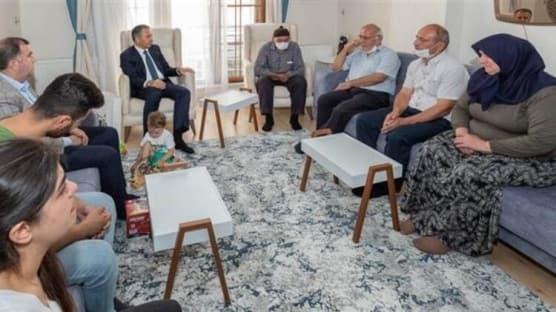 İstanbul Valisi Ali Yerlikaya'dan şehidimizin evine ziyaret