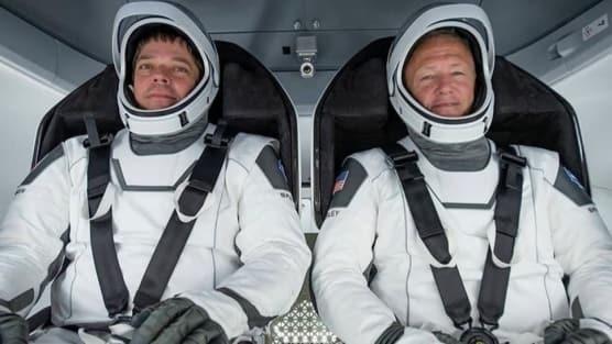 SpaceX'in ilk insanlı test seferi tamamlandı: Dünya'ya döndüler