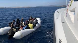 Balıkesir'de Türk kara sularına itilen 32 sığınmacı kurtarıldı