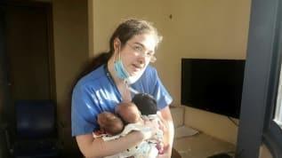 Dünya, Lübnan'daki patlamada 3 bebeği kurtaran o hemşireyi konuşuyor... Kahraman ilan edildi