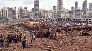 Beyrut Limanı'ndan geriye enkaz yığınları kald