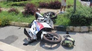 Antalya'nın Alanya ilçesinde otomobille motosiklet çarpıştı