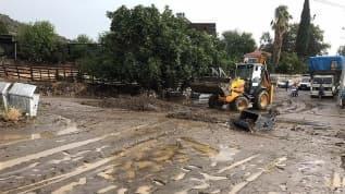 Ege Bölgesi'nde sağanak yağış ve fırtına etkili oldu