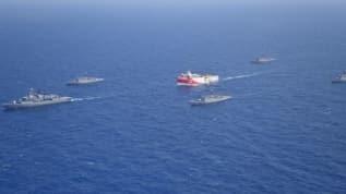 MSB, Doğu Akdeniz'de Oruç Reis'e refakat ve koruma sağlandığını bu fotoğraf kareleriyle duyurdu