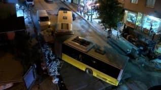 İstanbul'da şaşırtan olay! İETT otobüsü ikiye ayrıldı