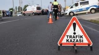 Taksiyle otomobil çarpıştı 9 kişi yaralandı