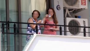 Pes dedirten görüntü! 13. kattan düşerek ölen komşularını kahve içerek izlediler