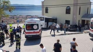 jandarma personelini taşıyan midibüs kaza yaptı