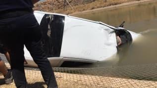 Şanlıurfa'da feci kaza: Sulama kanalına devrilen otomobildeki cesetler çıkartıldı