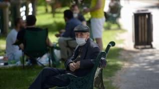 2 ilde 65 yaş üstüne belli saatlerde sokağa çıkma kısıtlaması
