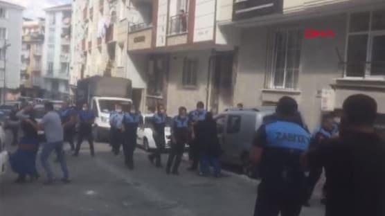 Esenyurt'ta zabıtayla seyyar satıcılar arasında arbede: 7 yaralı