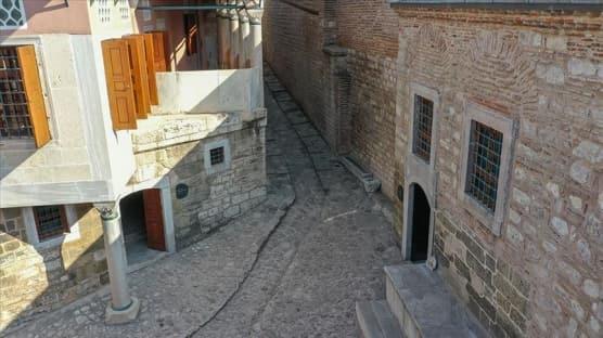 Topkapı Sarayı'nın kapalı bölümlerinden 'At Rampası' ziyarete açıldı