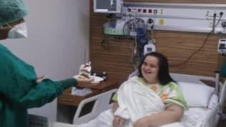 Down sendromlu koronavirüs hastası Saime Yılmaz'a doktorlardan doğum günü sürprizi