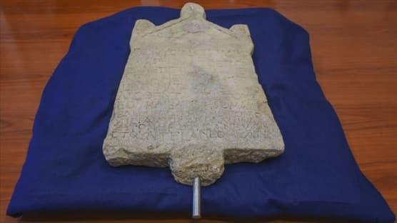 Türkiye'den kaçırılan Lidya dönemine ait kefaret yazıtı İtalya'da teslim alındı