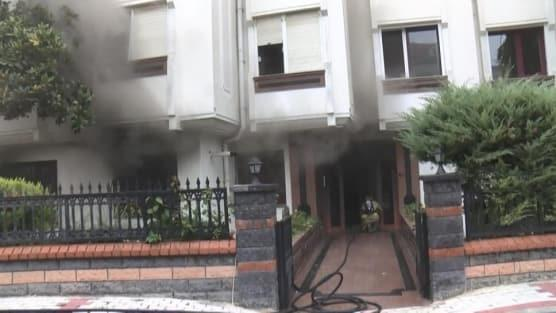 Bakırköy'de çamaşır makinası bomba gibi patladı, çıkan yangını itfaiye söndürdü
