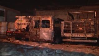 Eski belediye araçları alev alev yandı