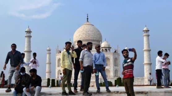 Hindistan'da Tac Mahal yeniden ziyarete açıldı