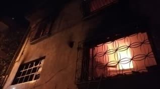 İzmir'de çıkan ev yangınında hasar meydana geldi