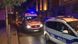 Küçükçekmece'de 2 kişi bıçakla yaralandı