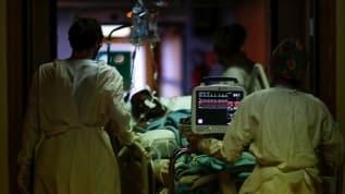 Dünyanın Kovid-19 vakaları ve ölümlerinde rekor rakamlar