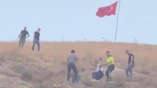 Türk bayrağını indirmeye çalıştı, ilçe ayağa kalktı