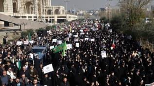 İran'da kılıçlar çekildi! Rejime karşı büyük halk isyanı!