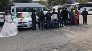 Düğün konvoyu süsüyle mülteci kaçakçılığı polise takıldı