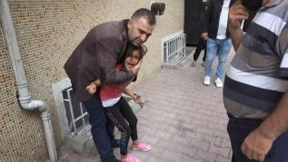 7 yaşındaki Hasret'in çığlıklarına koştular! Bileğine demir kapı parmaklıkları saplandı