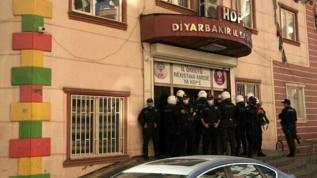 HDP ilçe eş başkanları gözaltına alındı