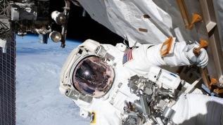 ABD'li astronot uzayda oy kullandı