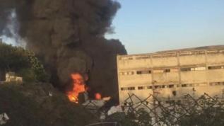 Başakşehir'de plastik hammaddesi üretilen fabrikada yangın!