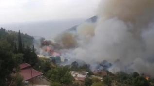 Anamur'da orman yangını: Yerleşim yerlerini tehdit ediyor