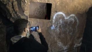 3 bin yıllık mağara yazı tahtasına döndü