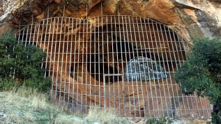 Mağaraya demir kapı